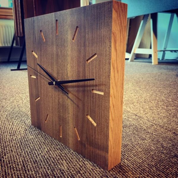 azuolinis laikrodis masyvas