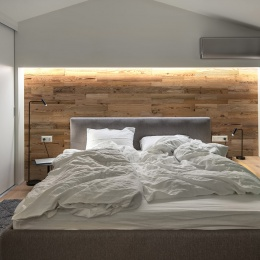 Boards-in-bedroom-interior-behind-bed-02